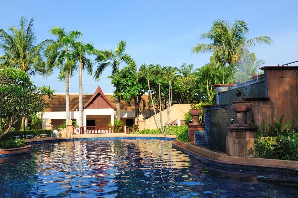 swimming-pool-in-hotel-s